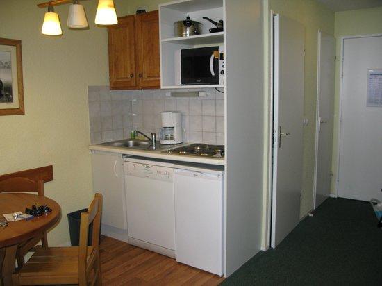 Apartamentos Pierre & Vacances Horizons Huez: Kitchenette