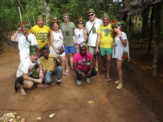 Hakuna Majiwe Lodge: il nostro gruppo al Tour delle Spezie