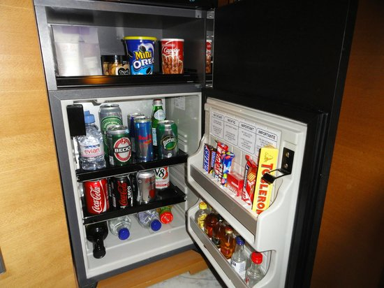 Hilton Athens: Mini Bar.
