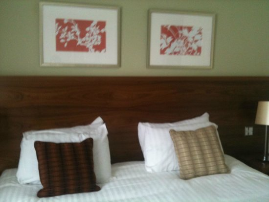 The Waterfront Hotel, Spa & Golf: Large beds