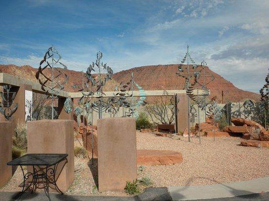 Coyote Gulch Art Village: wind sculptures