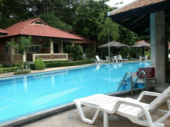 """East Sea Resort Hotel: """"Wasserstrasse"""" in Anlage 3, rund um eine kleine Bar."""
