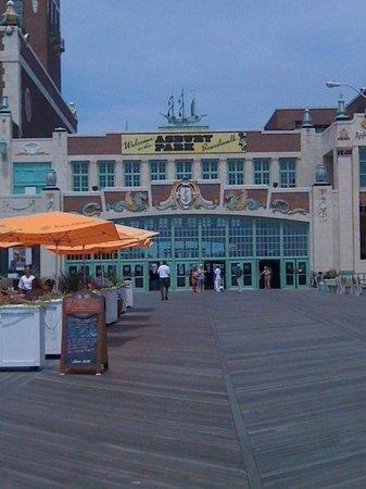 Asbury Park Boardwalk: Boardwarlk.. Asbury Park, NJ, USA