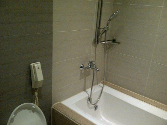 THE Tango Taichung: bath room