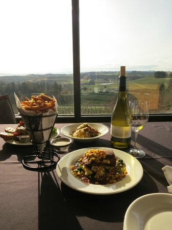 Willamette Valley Vineyards: Dinner with a view