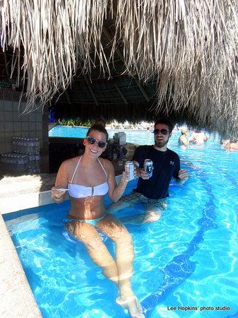 Velas Vallarta Suite Resort: Nothing like a swimup bar