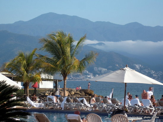 Velas Vallarta Suite Resort: View of the bay from the pool