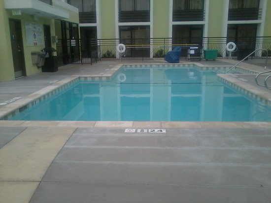 Holiday Inn San Jose - Silicon Valley: Pool area was pretty spacious