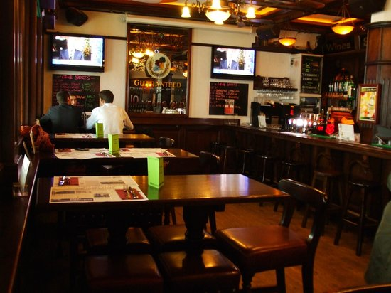 Paddy Reilly's Irish Pub : Tall tables & stools