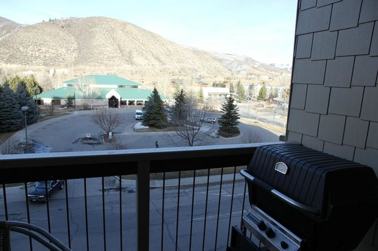 Sheraton Mountain Vista Villas, Avon / Vail Valley: View from the balcony and grill