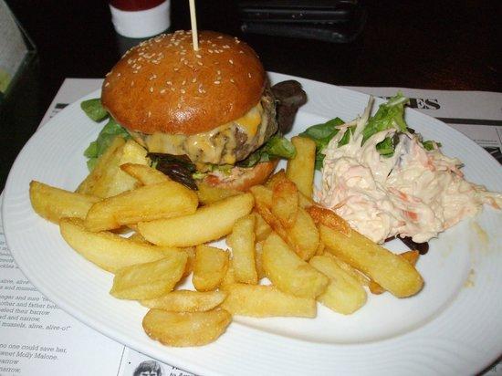 Paddy Reilly's Irish Pub : Burger, fries & cole slaw