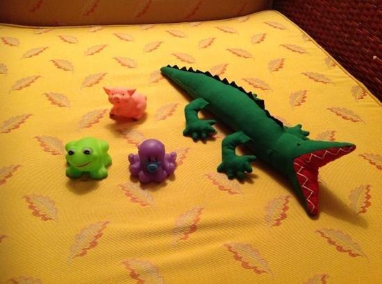 วิคตอเรียอังกอร์รีสอร์ท& สปา: Gifts for our son passed on arrival.