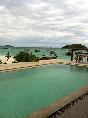 Lipe Power Beach Resort: View from the restaurant and the pool