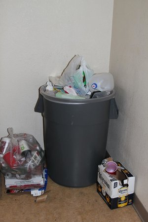 Extended Stay America - Dallas - Plano: Stinking stairwell trash for days.