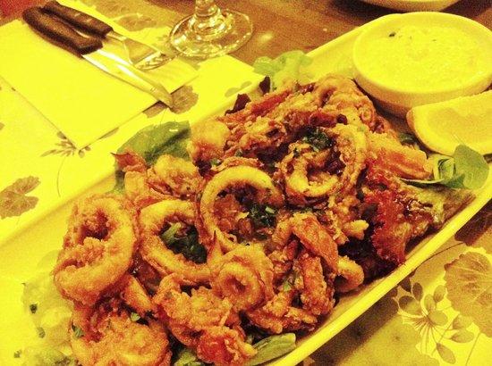 Piccolo Padre Pizzeria: Calamari Fritti al Balsamico (Fried breaded calamari served with tartare sauce) - YUM!