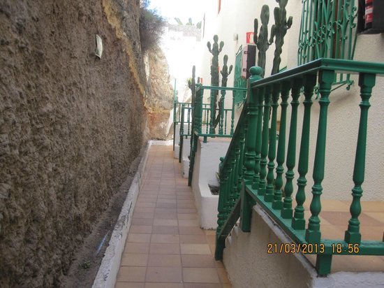 Portosol: entrance from gate to apartments in adjoining block