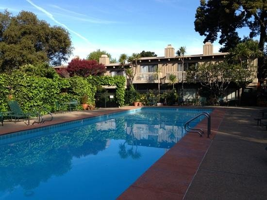 Carmel Valley Lodge : Pool