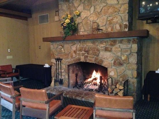 Carmel Valley Lodge : Dining room