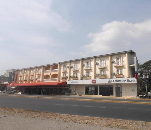 Hotel Dos Continentes: Vue sur l'hôtel au 23 mars 2013.