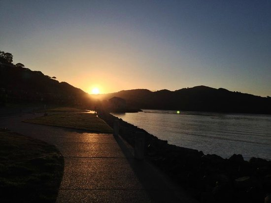 The Lodge at Tiburon: Sunrise over Angel Island from Thiburon
