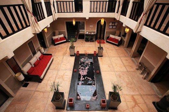 Riad Isis : patio-bassin