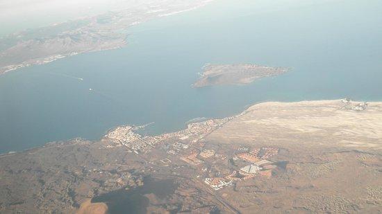 Corralejo dall 39 alto con lobos e lanzarote foto di fuerteventura isole canarie tripadvisor - Jm puerto del rosario ...