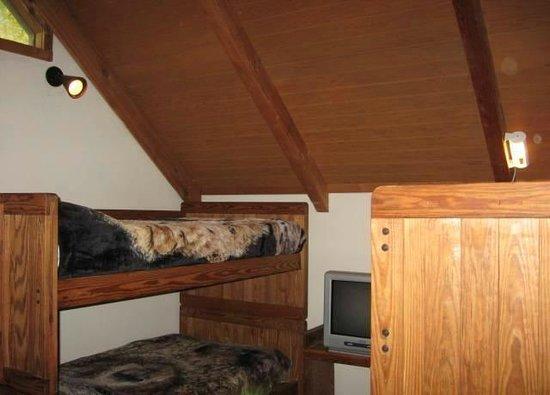 Black Bear Resort: Bunk Beds in Loft