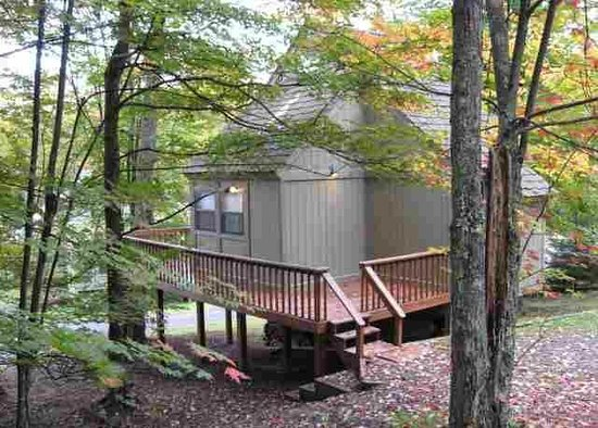 Black Bear Resort: Outside with a Deck!