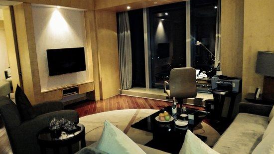 Le Royal Meridien Shanghai: Living Room of the Imperial Suite