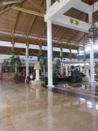 Catalonia Bavaro Beach, Casino & Golf Resort: resort lobby