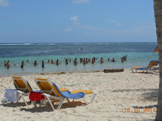 Catalonia Bavaro Beach, Casino & Golf Resort: beach aerobics