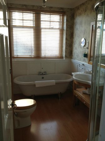 The Boat Hotel: Bathroom