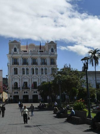 Hotel Plaza Grande: Hotel from just outside the Presidential Palace