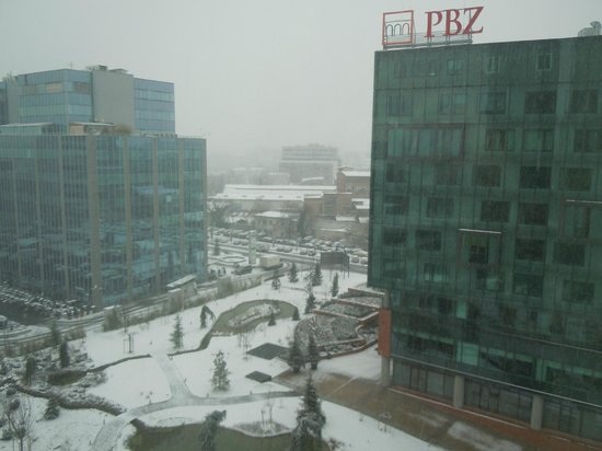 DoubleTree by Hilton Hotel Zagreb: View in the snow from room