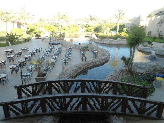 Coral Sea Waterworld Resort: Outside seating area