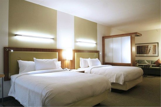 SpringHill Suites Chattanooga Downtown/Cameron Harbor: Two Queen Bed Suite with Pullout Sofabed