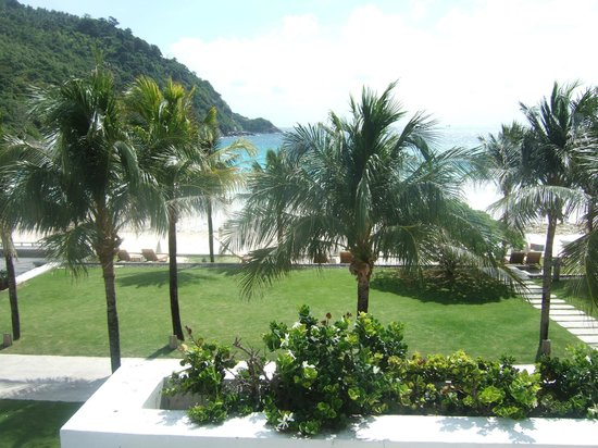 The Racha: view from the pool overlooking the beach