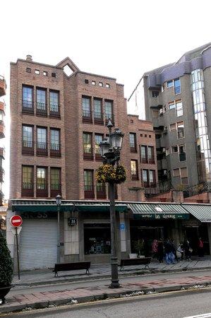 Hotel Las Almenas: exterior, las almenas