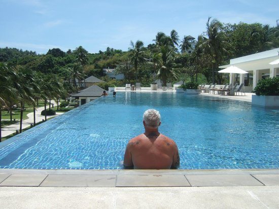 The Racha: Hubby using the pool....quiet and calm