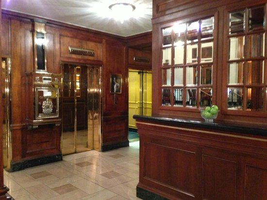 The Lord Nelson Hotel & Suites: Lobby Elevators