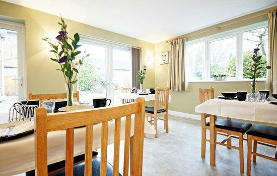 Bracken Lodge Bed & Breakfast: Breakfast Room