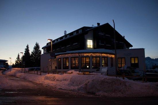 Dolomiti Chalet Family Hotel: l'hotel al tramonto