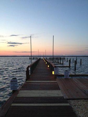 ووتر سايد إن: waterside docks