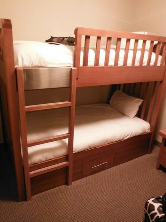 Copperstone Resort: Den with bunk beds