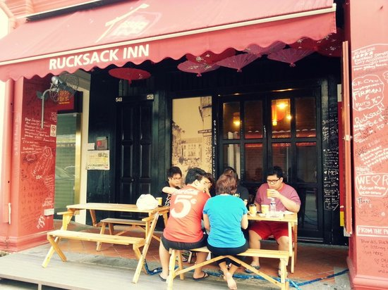 Beds and Dreams Inn @ ChinaTown: Enjoying Al Fresco breakfast at Rucksack Inn