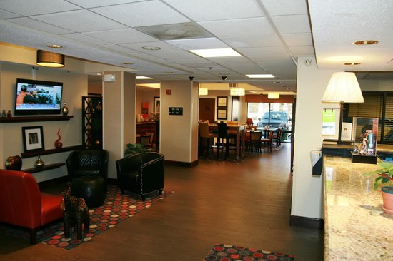 Hampton Inn Danville: Lobby Entrance