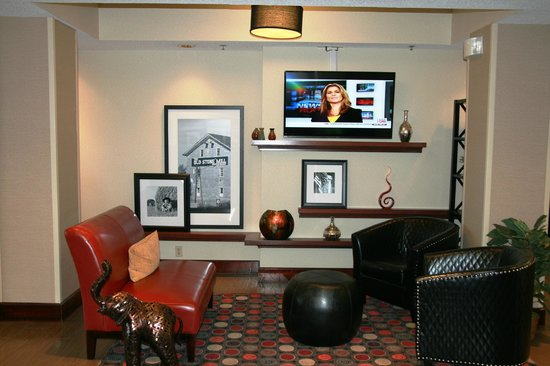 Hampton Inn Danville: Perfect Mix Lobby