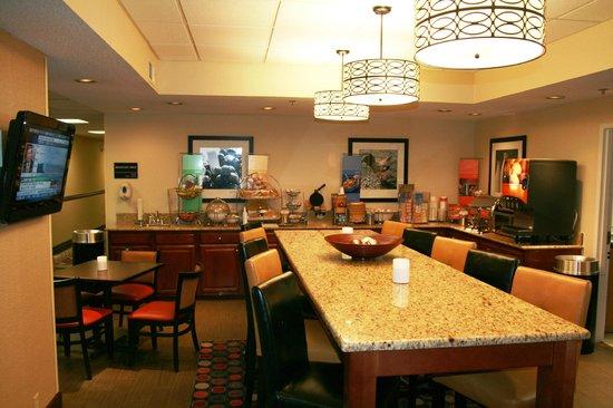 Hampton Inn Danville: Complimentary Deluxe Breakfast