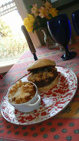 Stone Soup Market & Cafe: Burger with Mac&Cheese is a good choice.