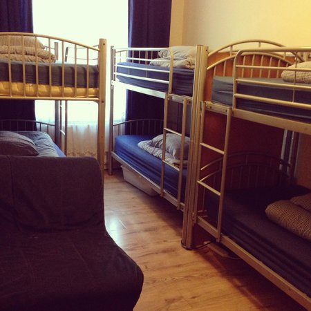 Midtown Hostel : 7 Bed Dorm